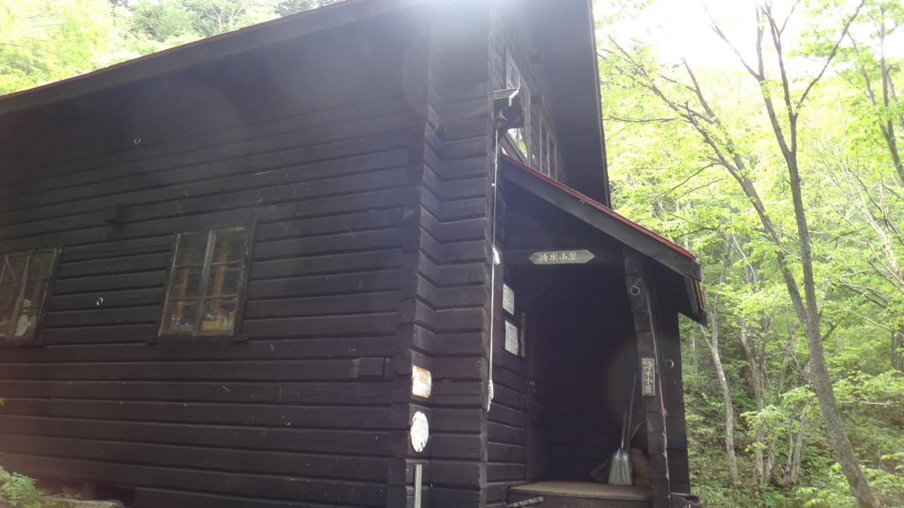 冷水小屋正面