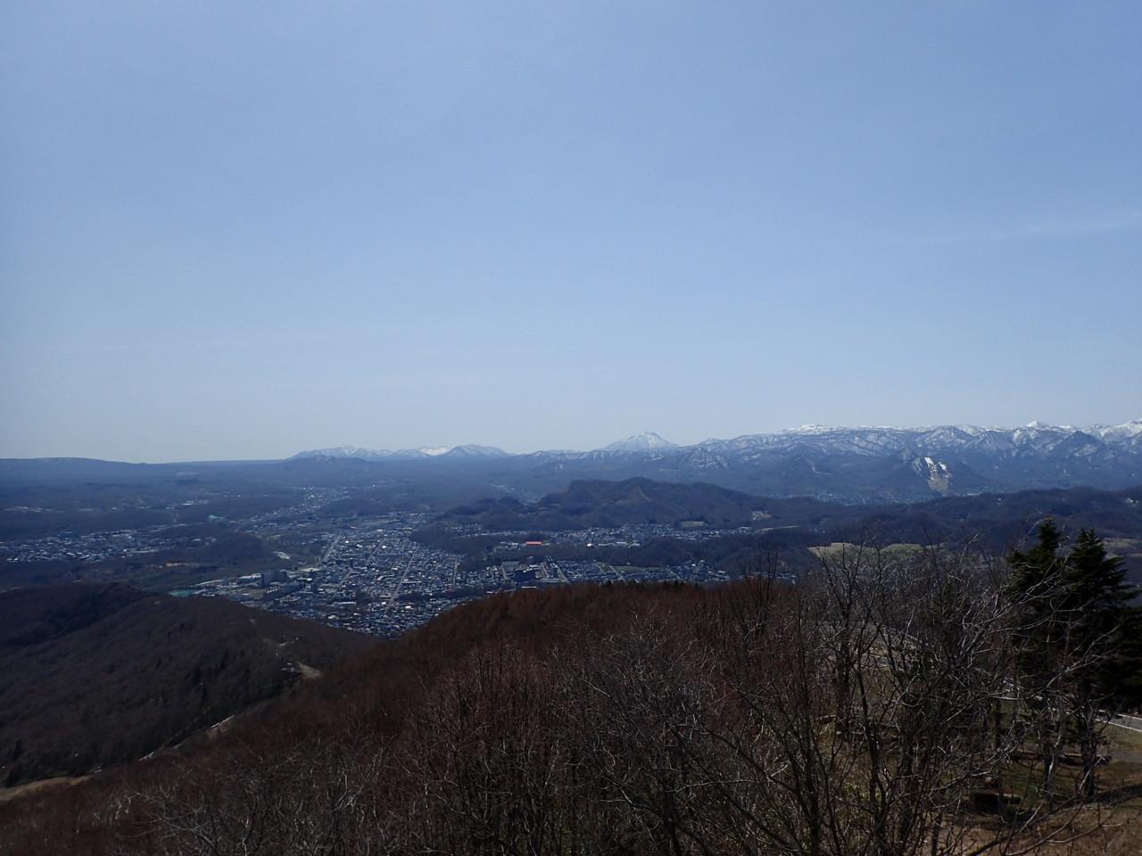 正面恵庭岳、左に樽前山、右に空沼岳