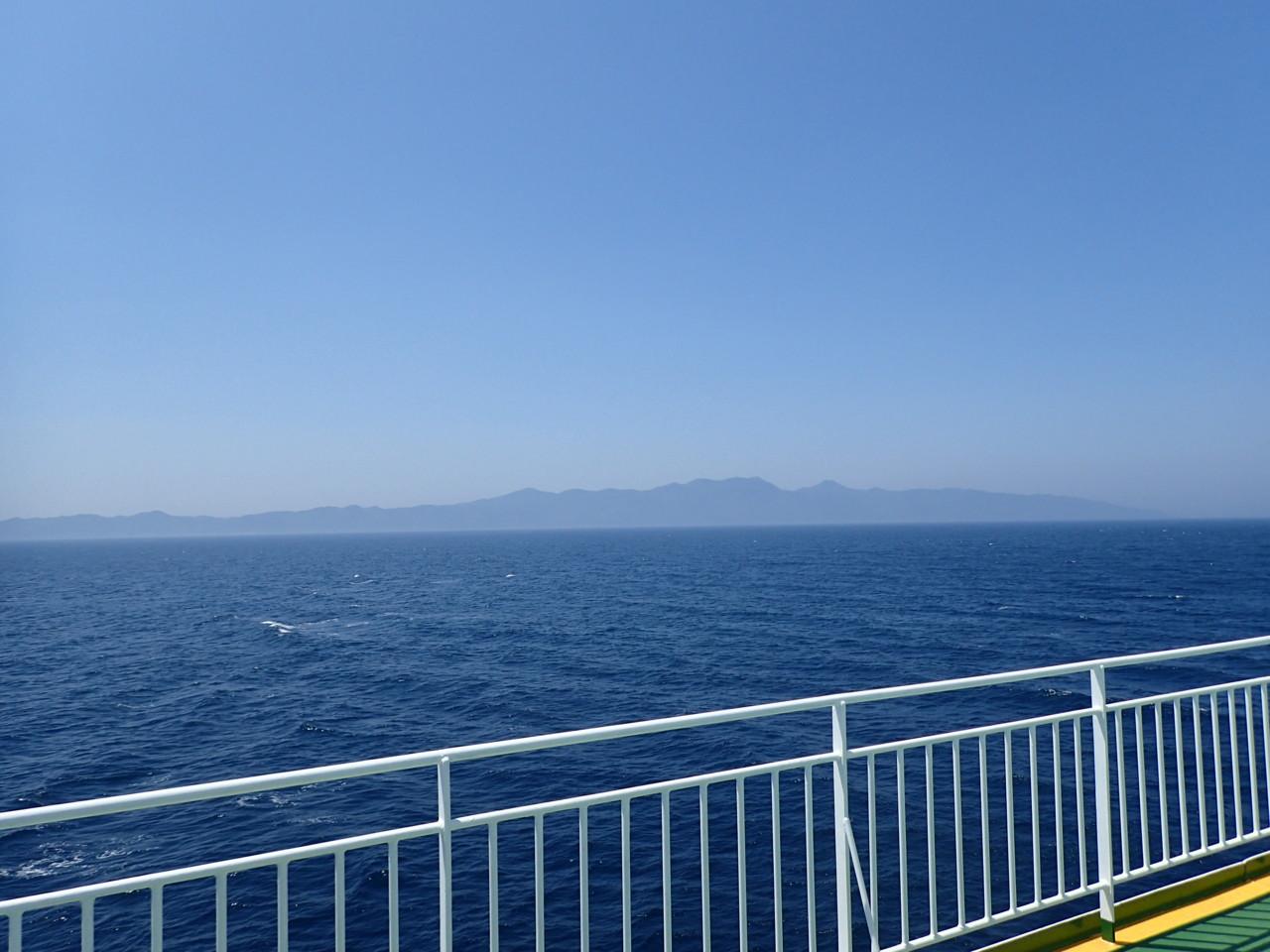 左に津軽半島
