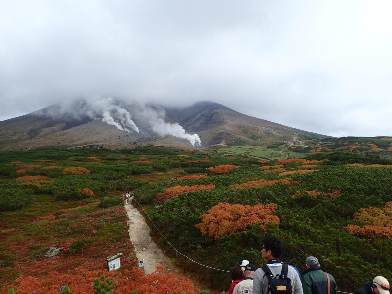 紅葉と旭岳