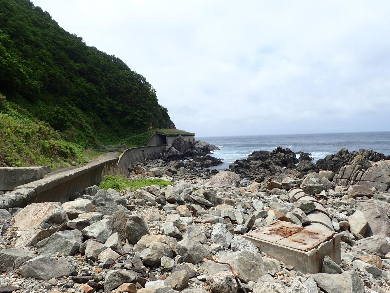 海沿いの廃道