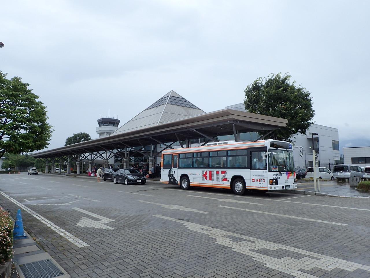 雨の松本空港