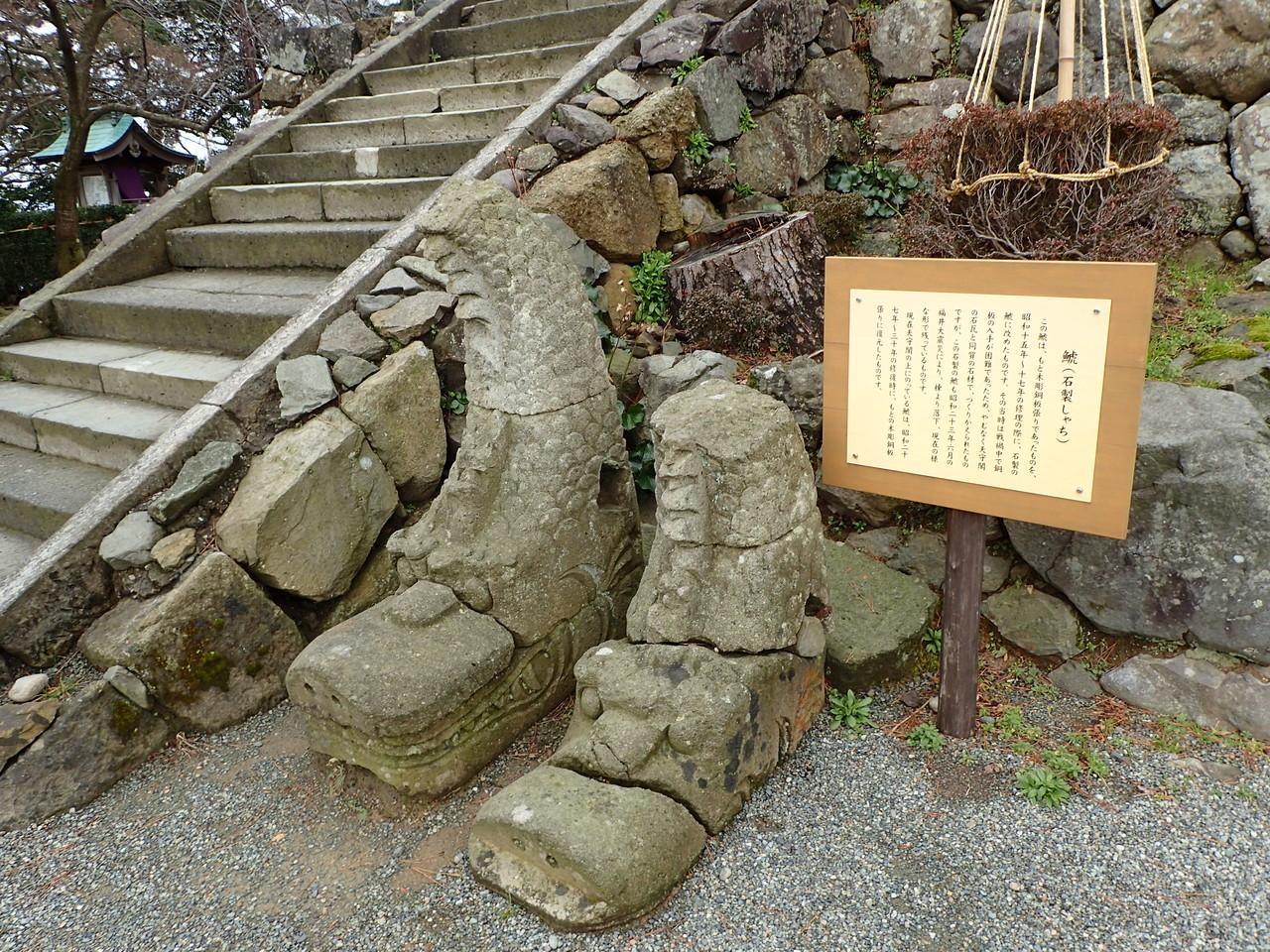 石のしゃちほこ