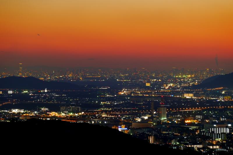 京都新聞写真コンテスト 大阪に続く光の帯
