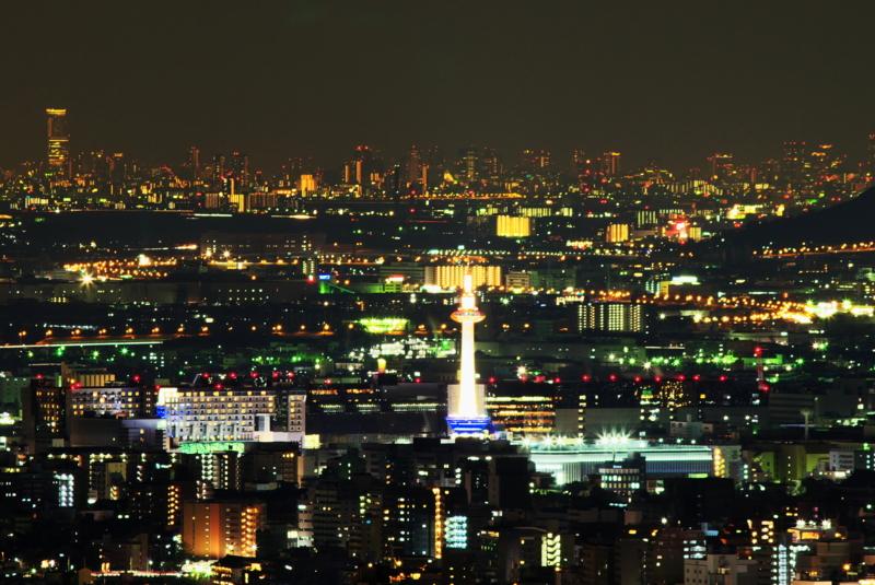 京都新聞写真コンテスト 京都タワーと大阪の夜景