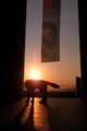 京都新聞写真コンテスト 夕日に吠える