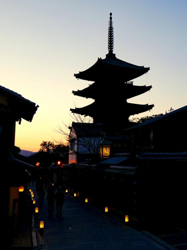 京都新聞写真コンテスト 暮れ行く八坂の搭