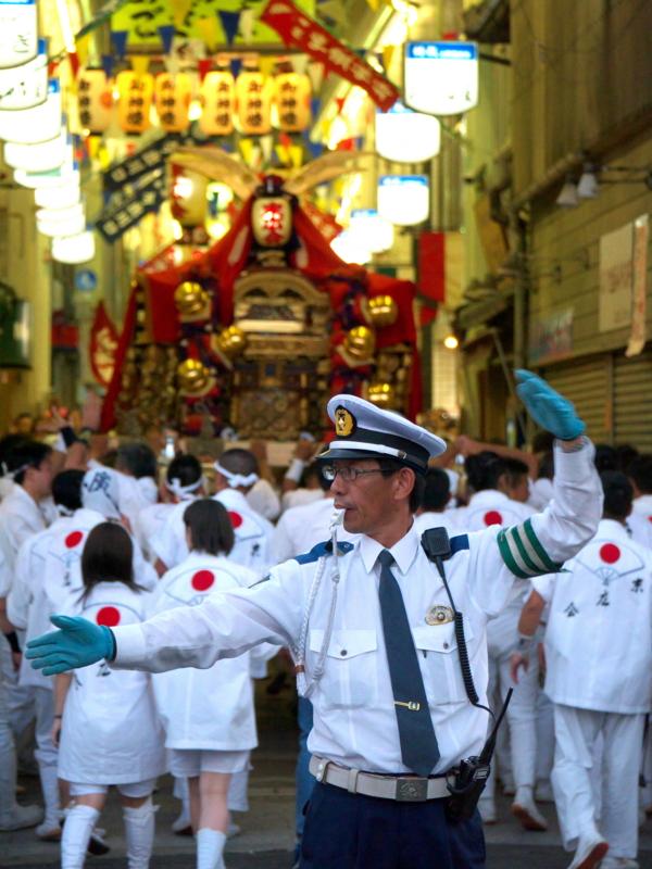 京都新聞写真コンテスト 御神輿通過中
