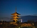 八坂の塔と京都タワー@東山花灯路