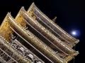 月と八坂の塔@東山花灯路