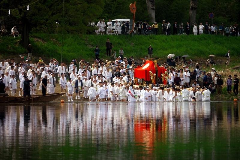 船に載せる@松尾祭神幸祭