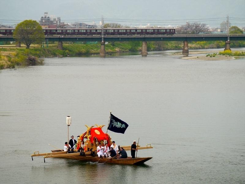 松尾祭神幸祭船渡御