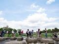 葵祭で賑わう鴨川デルタ