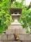 ネコと灯篭@宗像神社(京都御苑)