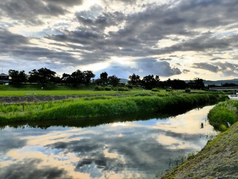雲を映す水面@賀茂川