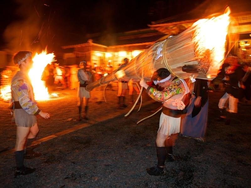 燃える松明@鞍馬火祭り