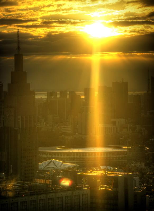 新国立競技場に射す初日@新宿都庁展望台