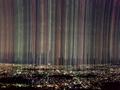 光の雨降る夜の街