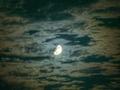雲越しの月