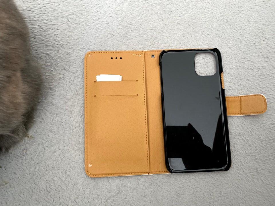 うさぎ柄のスマートフォンケース(内側)