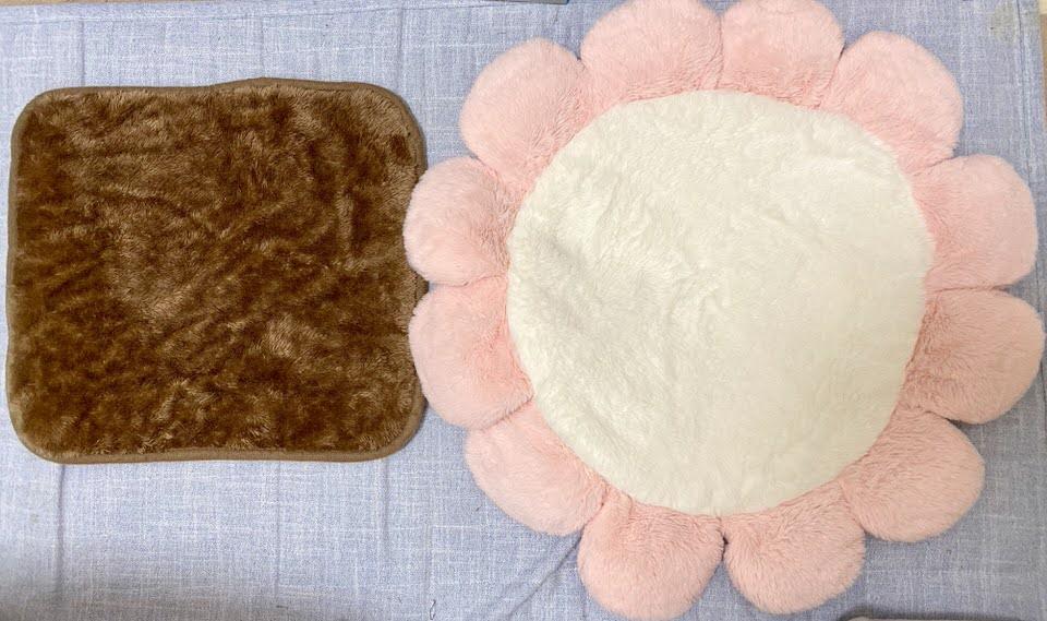 左:毛布 右:大きなお花のマット