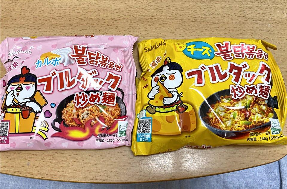 ブルダック炒め麺 左:カルボ 右:チーズ