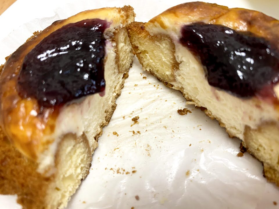 ベイクチーズタルトドーナツ ブルーベリー