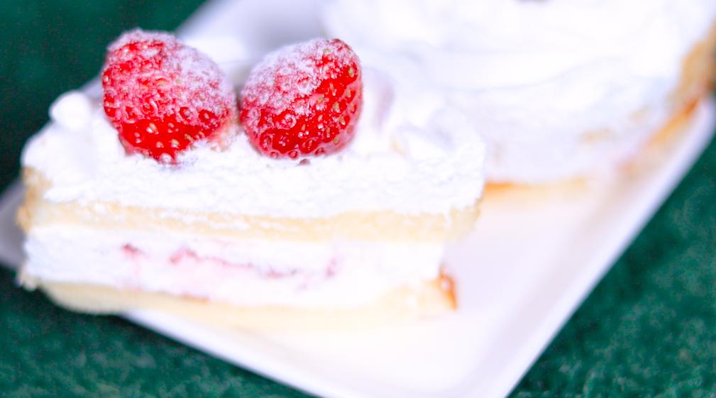 苺のミニホールケーキ ローソン