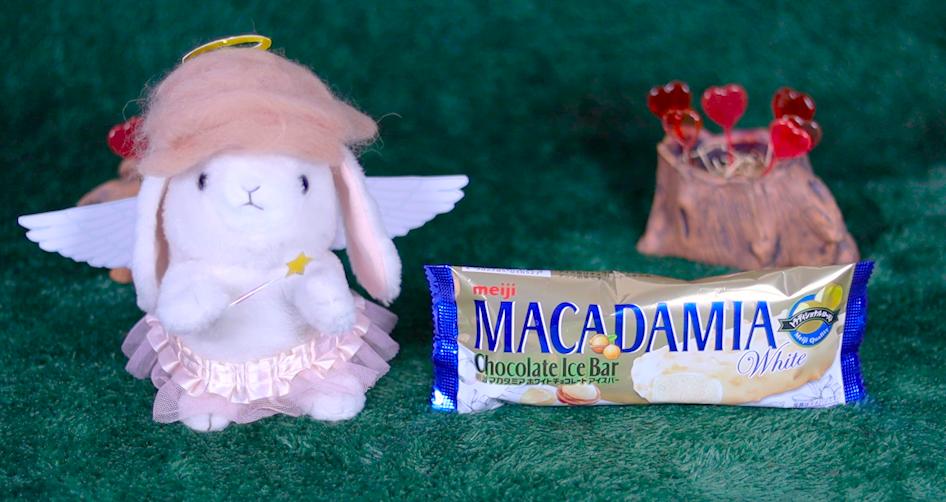 マカダミアホワイトチョコレートアイスバー ファミマ ファミリーマート コンビニアイス 明治