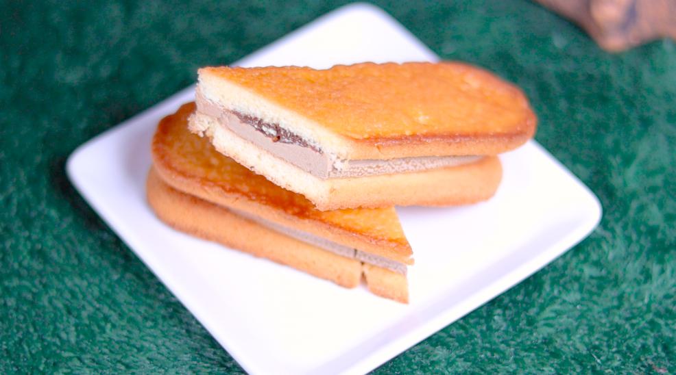 香ばしいクッキーのクリームサンド コーヒー ファミマ ファミリーマート コンビニスイーツ ファミマスイーツ スイーツ