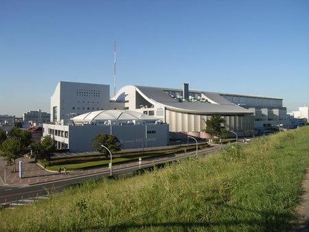 戸田の競艇場の建物。
