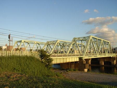 新河岸川に架かる鉄橋。