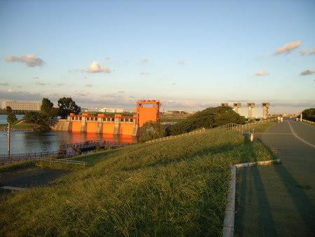 旧水門と現水門。