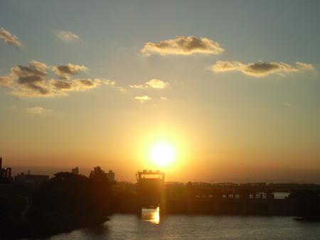 水門から見た夕陽その1。