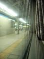 車内から名古屋駅ホームを見る