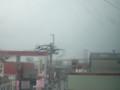 車窓から 奥に北九州の若松大橋が