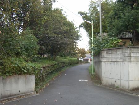 惣一郎を連れた管理人さんが五代くんと散歩した小道。