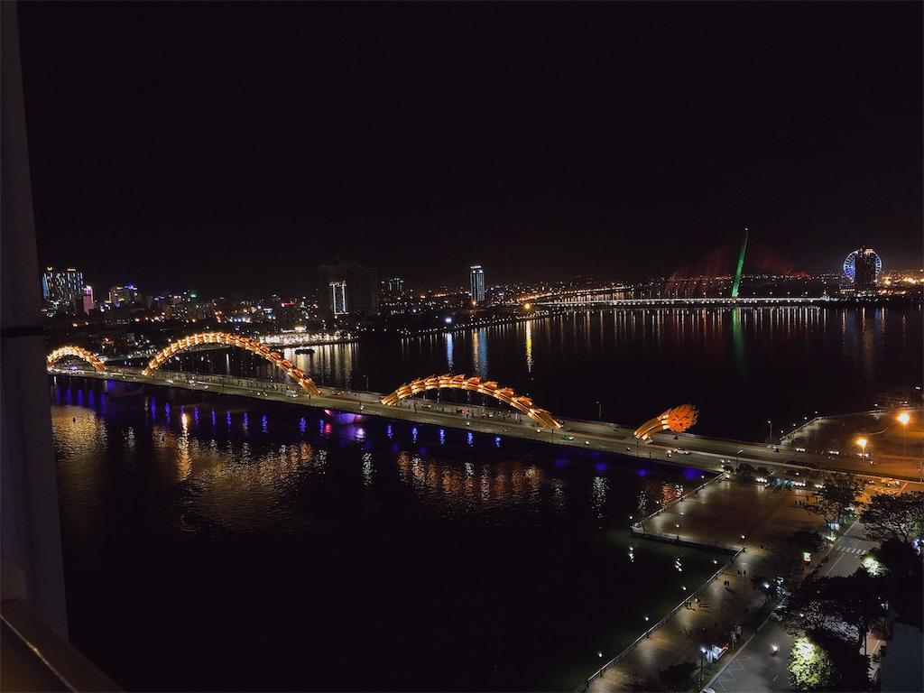 ホテルの部屋から見たドラゴン橋