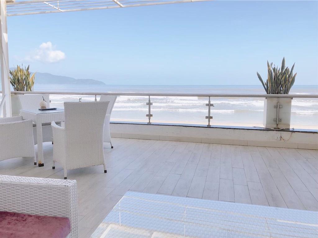カフェから眺めるミーケビーチの様子