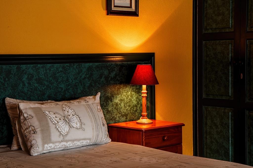 ベッドルーム・寝室の壁の色が黄色いと太る
