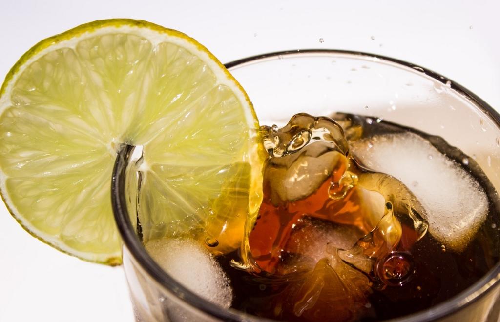 カロリーゼロ飲料をよく飲む人はダイエットできない