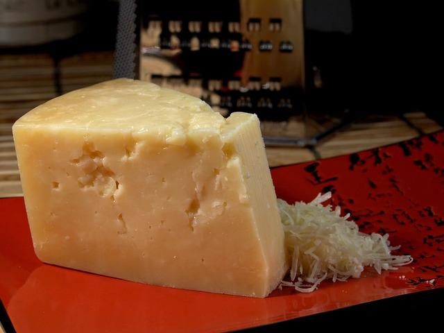 ナチュラルチーズは意外に塩分が多い