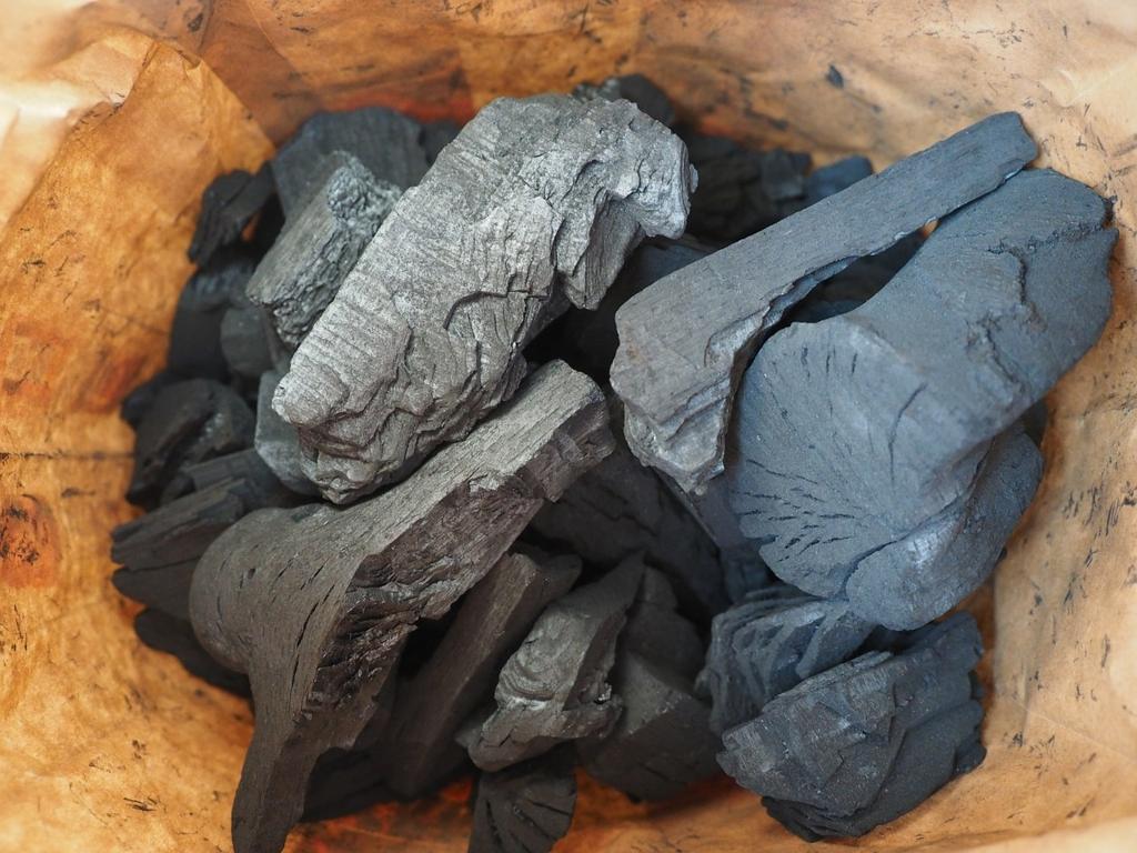 木炭を置いておくと安眠できる