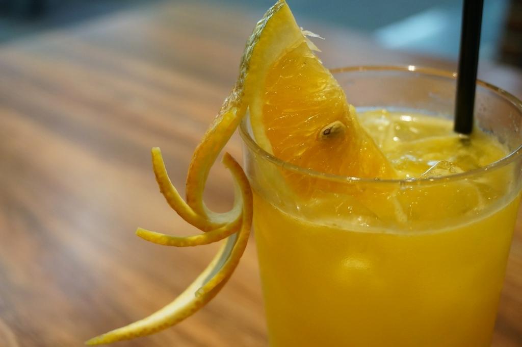 お酢はオレンジジュースに入れると飲みやすい
