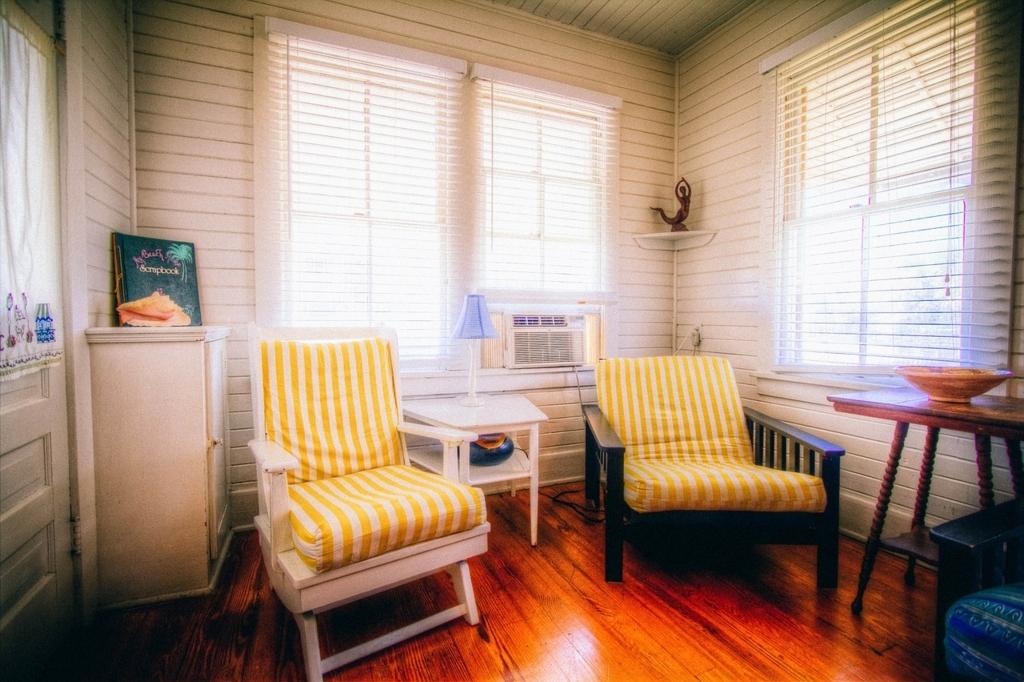 椅子やスツールを使っておしゃれな部屋をつくるインテリア
