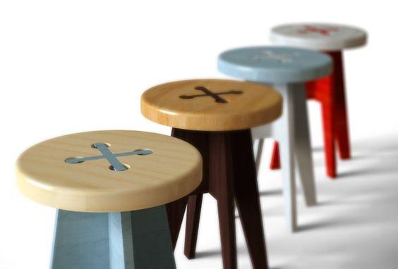 椅子やスツールでお部屋の雰囲気が変わる