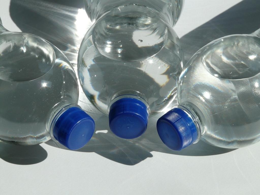 ペットボトルを水筒の代わりに使ってはいけない