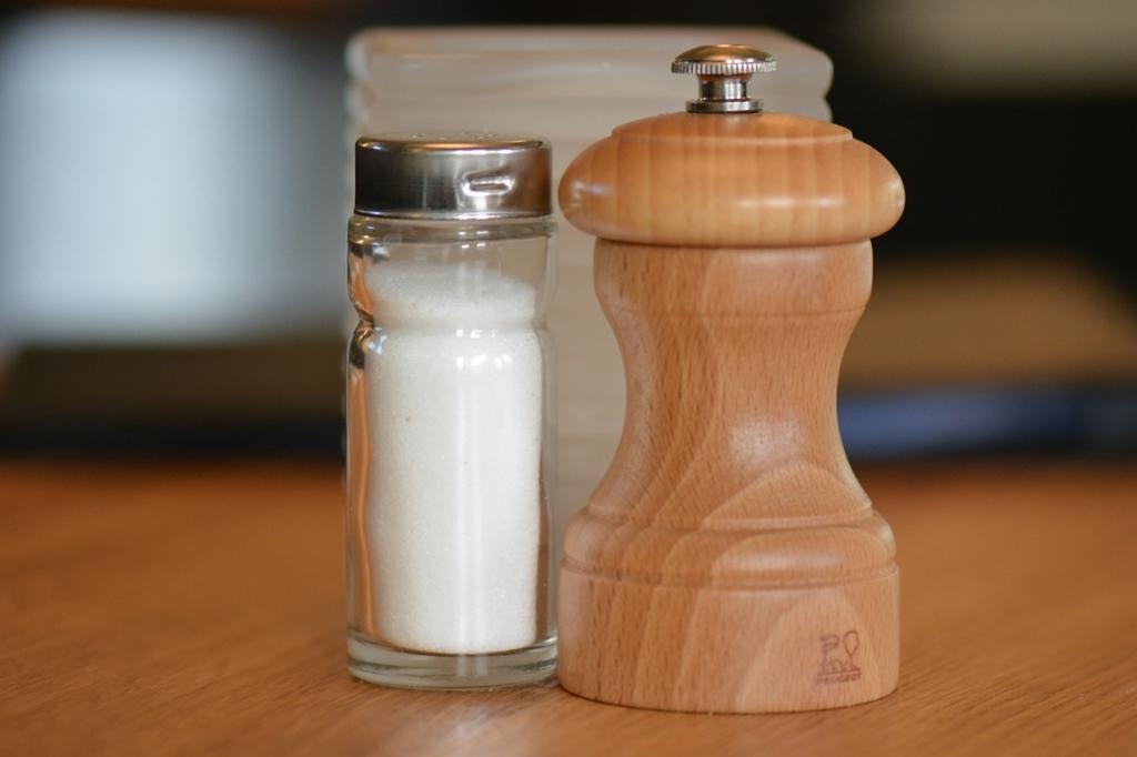 天然塩を入れてごはんを炊くと美味しくなる
