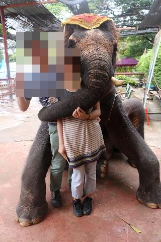 タイでゾウ乗り体験!