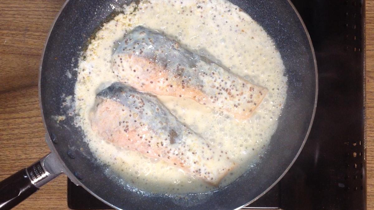 鮭とソース